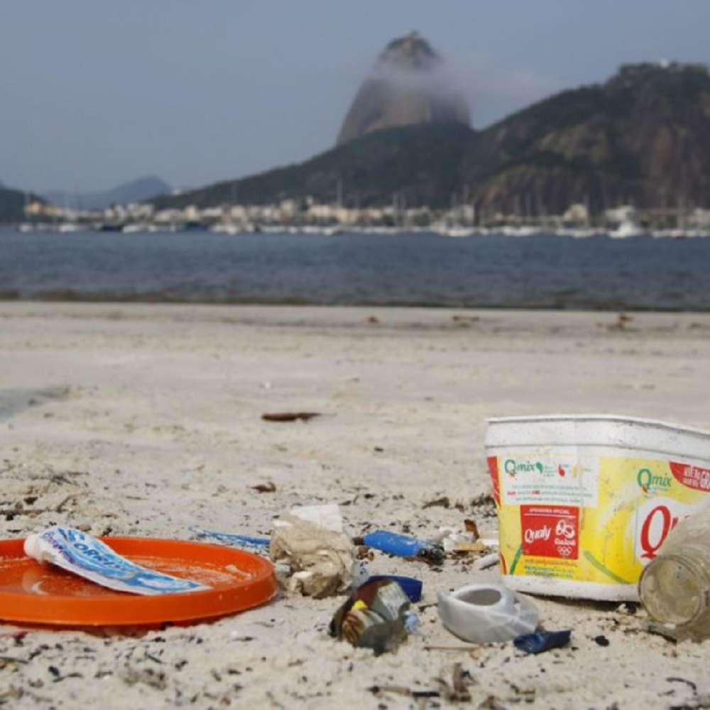 O que mais polui os oceanos?