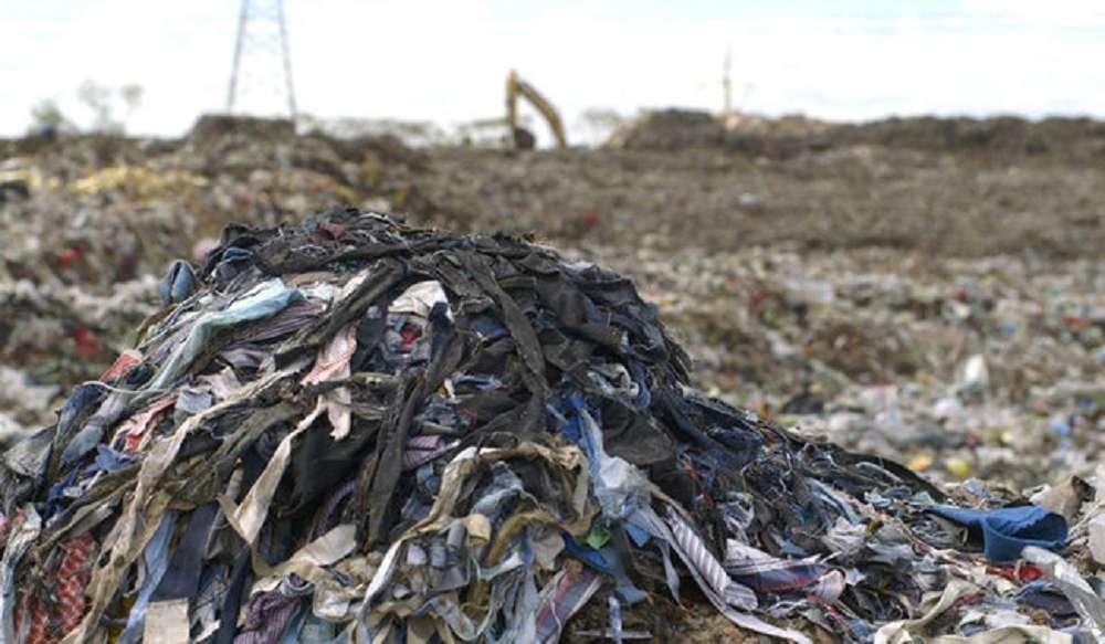 lixo têxtil e seus impactos no meio ambiente