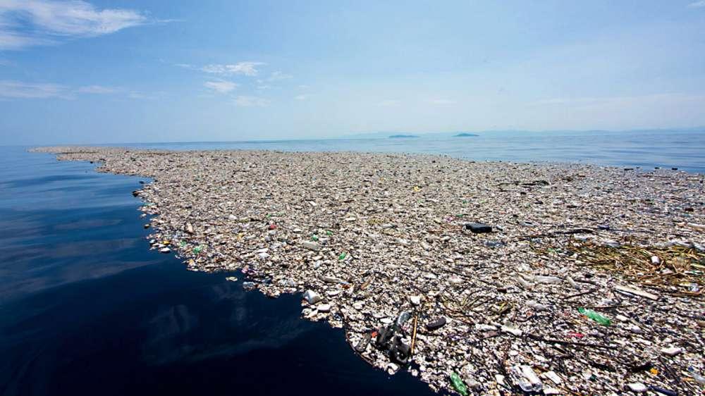 Manchas de lixo nos oceanos: as ilhas de resíduos do Atlântico e Pacífico