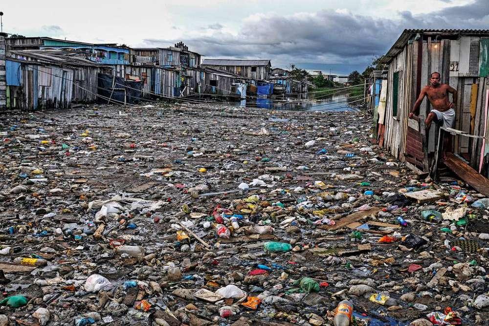 Plásticos chegam aos oceanos por mais de mil rios: entenda mais